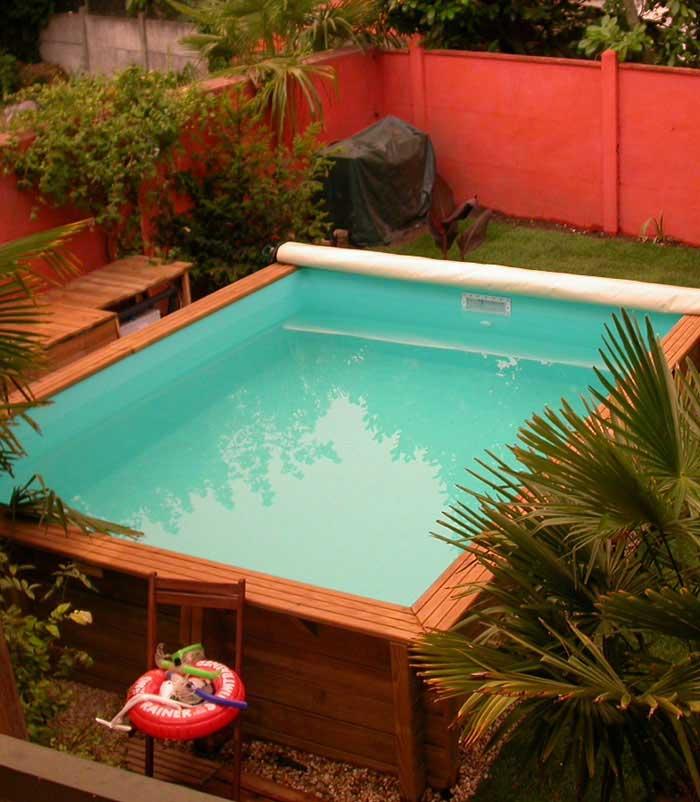 Une échelle de piscine