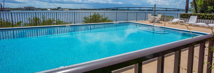 clôture de piscine en aluminium